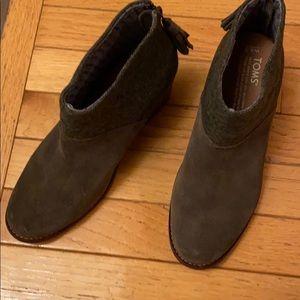 Adorable Toms shoes